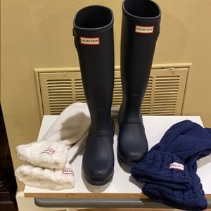 Tall Hunter rain boots with 2 pairs cable socks